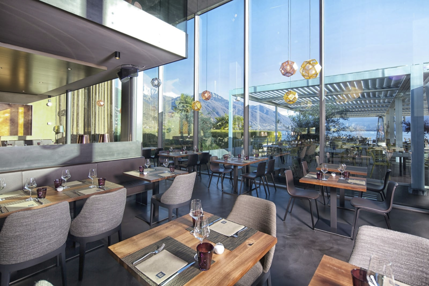 Interior blu restaurant and lounge locarno roberto for Design hotel tessin